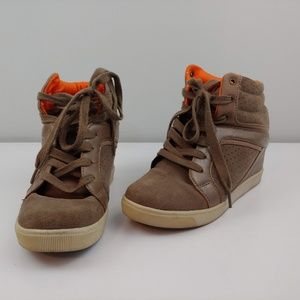 Womens 9 Pastry high top wedged tennis shoe tan